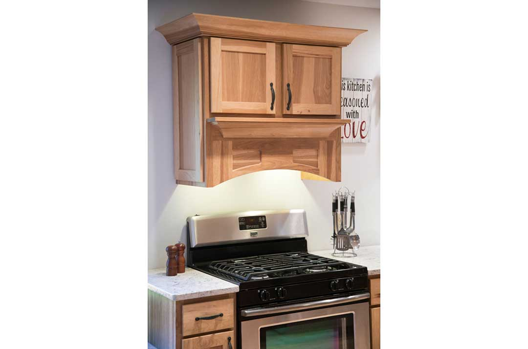 Sun-Prairie-WI-Traditional-Kitchen-Remodel-Stove-Hood