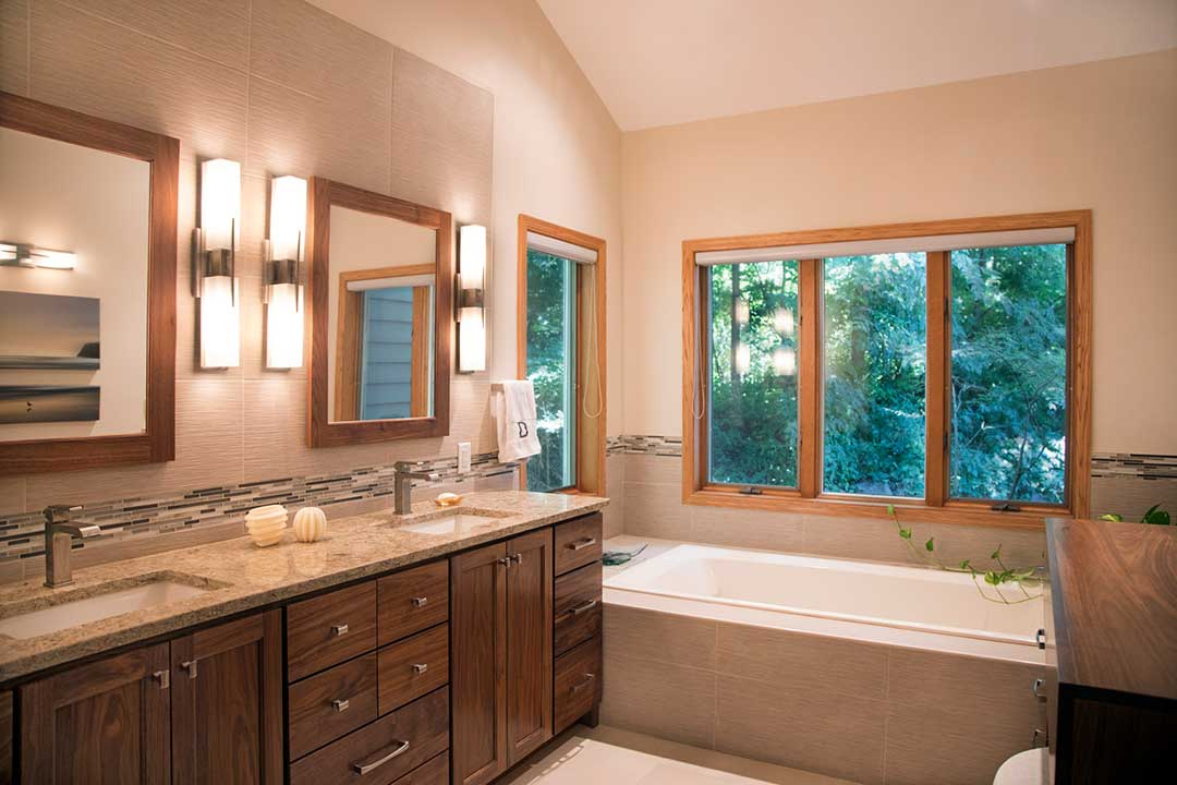 Master Bathroom His and Her Sinks and Soaking Tub