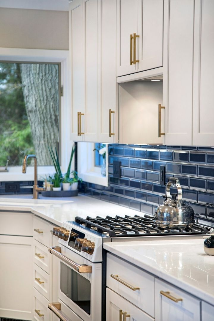 Transitional Kitchen Stove Top